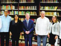 Otorgan al escritor León David Premio Nacional de Literatura