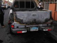 Dejan en libertad acusado quemar supuestamente camioneta candidato a senador; acusan fiscalía de secuestrar pruebas