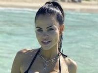 Natti Natasha recibe el año en bikini negro y deleita a su fans