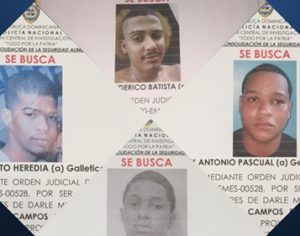 Hijo de la banquera asesinada publica fotos de los presuntos autores de la muerte de su madre.