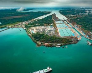 Canal de Panamá inicia cobro de cargo por agua para garantizar el recurso