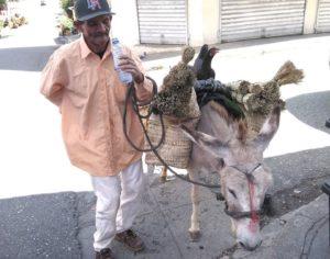 Darío Martínez : «vendiendo escobas he descubierto que en este camino  el único gran peligro es dejar de andar».