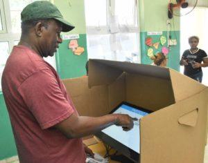 JCE dispone revisión boletas automatizadas en presencia delegados políticos antes iniciar proceso