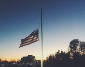 Banderas de Nueva Jersey bajarán a media asta mientras muertes por coronavirus aumentan a 646